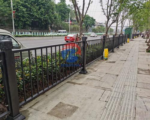 花溪大道人行道护栏